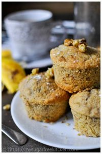 Sugar free healthy banana and walnut muffin cakes | 188 calories | freezer friendly